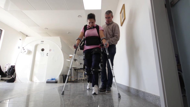 Ce înseamnă reabilitarea cu un exoschelet medical?