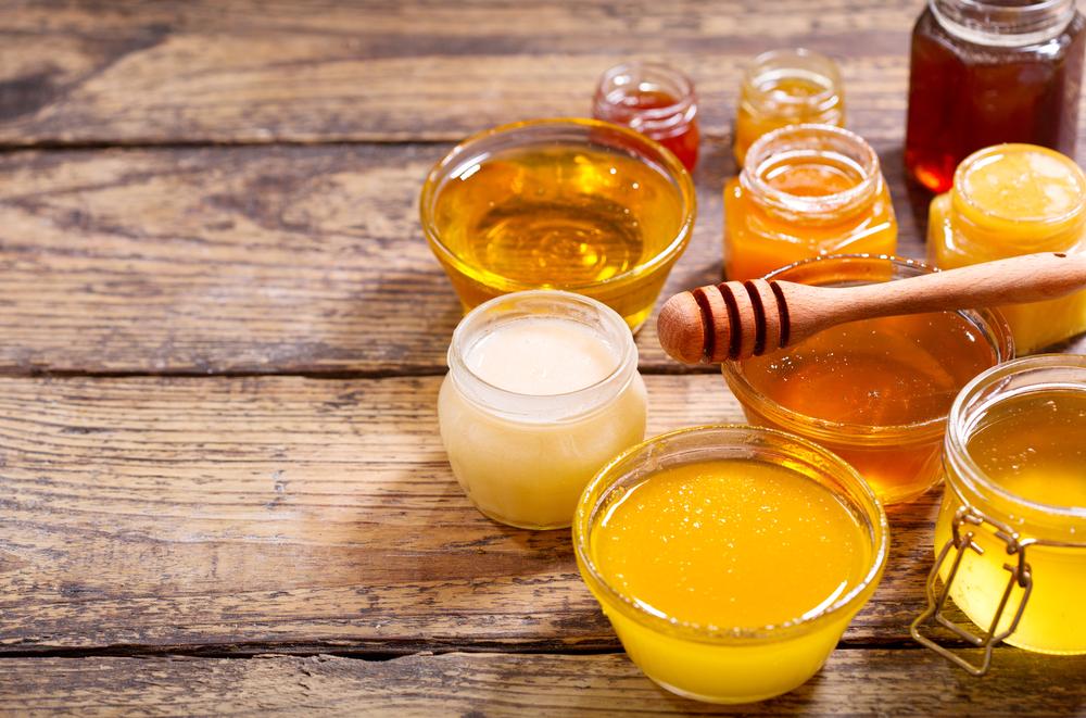 Diferențele între: mierea de manuka, mierea normală și miere crudă